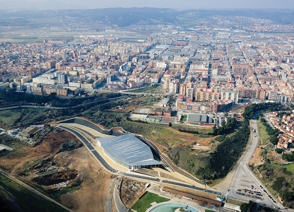 Estadio cubierto de atletismo mario corea arquitectura - Centro de sabadell ...